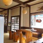 壱乃蔵 - 店内はテーブルと小上がり