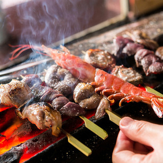 築地から朝仕入れた鶏を使用!1000℃の備長炭で焼き上げる!