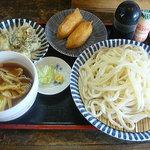 うどん 康 - 料理写真:肉つけ汁うどん+おいなりさん+ちくわ天