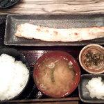 越後屋 甚内 - サーモンはらす定食780円