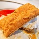 六花亭 - 苺ミルフィーユ(お替りのパイ)