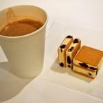 六花亭 - ホットチョコレート & マルセイアイスサンド
