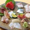 Izakayayuu - メニュー写真:鮮度抜群のネタが多数のる、裕一番人気の刺身盛り合わせ