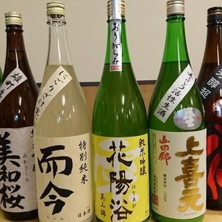 30種類以上の日本酒と15種類以上の焼酎が有ります☆