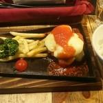 THE MEAT ANGUS - 黒毛和牛モッツァレラトマトバーグ 1,200円 コンソメスープ、ミニサラダ、ご飯付き