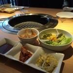 平城苑  - ランチのセットのサラダとキムチ、ナムル、小鉢