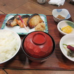 京粕漬 魚久  - あじみせ定食(銀だら・さけ・本さわら3点盛り) 1728円