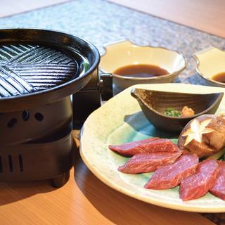 南部器で好みの焼き具合で楽しめる岩手県産黒毛和牛が人気!