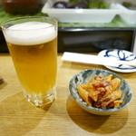 酒・肴 タナゴコロ - お通しとビール。