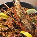 LA PLANCHA - 本場そのままの海老のパエリア。海老の頭を贅沢に使ったスープで炊き上げます。
