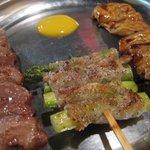 紅とん - かしら(塩)\140・豚アスパラ巻き(塩)\170・てっぽう(たれ)\140(2010年6月)