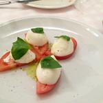 44826772 - インサーラ カプレーゼ(750円、トマト、水牛のモッツァレラチーズ、バジリコ)