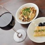 ビストロFrogs - 赤ワインと日替わり小皿2種セット