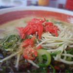 ラーメン食堂 麺道場 - 紅生姜&すりゴマ、辛子高菜タップリと