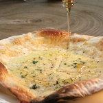 ヌーベル・ヴァイブ - 4種類のチーズのピッツァ
