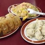 44830441 - 焼き餃子、水餃子、海老とレタスの炒飯