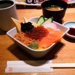 たる善 - 北海道産生いくらとキングサーモン(大助)の親子丼