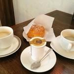 44837418 - 購入品二点(プリン、シュークリーム)コーヒーはセルフサービス