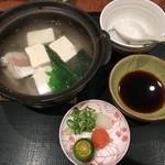 44838160 - 湯豆腐です!魚身など入った魚介出汁でお豆腐が炊かれています