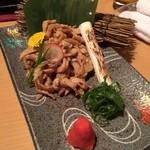 nagoyako-chinsemmonkoshitsuizakayatoyoda - [前 菜]名古屋コーチンの鶏皮ポン酢 ~地鶏の旨さが引き立つ~             さっぱりで薬味とも合う!