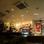 ドトールコーヒーショップ - チョッと暗い感じの店内