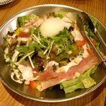 大丸総本店 - 生ハムと温玉のシーザーサラダ