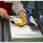 世界で2番めにおいしい焼きたてメロンパンアイス × L.A.プレッツェル - いま詰めてまーす