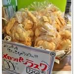 世界で2番めにおいしい焼きたてメロンパンアイス × L.A.プレッツェル - ラスクも売ってます。