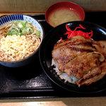 どん亭 - 焼肉ライスとたぬきそばのセット700円