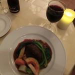 ラパン - メイン「牛ほほ肉ラグー(煮込み)」 +350円。グラスの赤ワイン300円と共に。