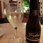 44842054 - スパークリングワインのミニボトル、1,000円