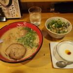 麺達本店 - 料理写真:選べる赤セット(昼) \1,000- +半熟玉子 \100-