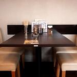 豊兆 - ごゆっくり寛げるテーブル席もございます。