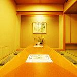 加賀屋 - 最大20名様までの掘り炬燵式完全個室。
