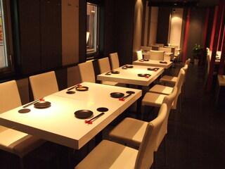 溶岩焼肉ダイニング bonbori 新宿店 - 簾をあげて、団体でご利用する事も出来ます