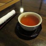 胡蝶庵 仙波 - 席に着くと先ずは、おしぼりとそば茶