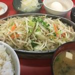 明月苑 - 料理写真:2015年11月26日  ホルモン定食