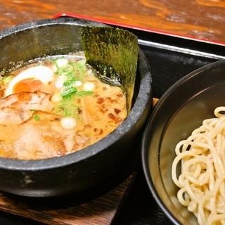 特製の石鍋つけ麺はこの時期ピッタリ!