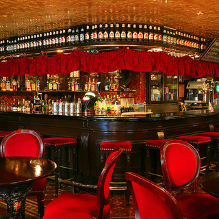 50年以上の歴史を持つ日本で最初の本格ロンドンパブ(酒場)