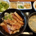 44857399 - 牛ステーキ丼定食(大盛無料) 1000円