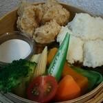 44859073 - 蒸し野菜と 蒸しパン2種