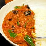 ドゥニヤ - 茄子とピーマンの辛いカレー