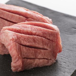 国産A5黒毛和牛のなかでも最高級品のみを使用した至極の焼肉