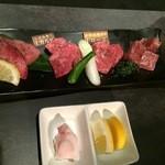 牛豚馬鶏 - 上物にく豪華盛り(1480円)