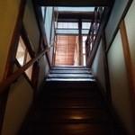 泉新 - 階段
