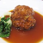 SESSION - 【昼】肉だんごの煮込みです。蒸してあるのかなぁと思う位、柔らかでホロホロです。                             クワイのサクサクとした食感もアクセントになってます。コレも煮込みのソースが美味しいです。