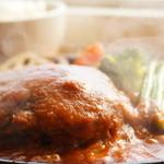 牛肉100%で無添加!たっぷり野菜と赤ワインでコトコト煮込んだデミグラスソース