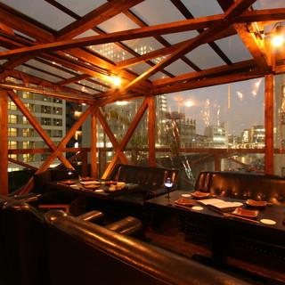 川のほとりの夜景テラス席を貸切ってはいかがですか??