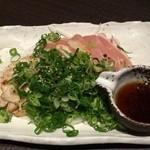 坐 とりじろう - 阿波尾鶏タタキ734円(税込)