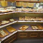 44873055 - パンの種類は多いです